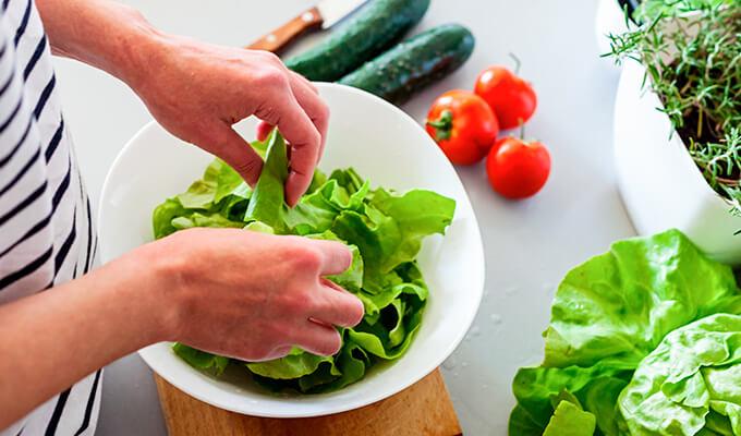 Al mezclar ensaladas